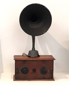 George Court radio (1928) with horn speaker